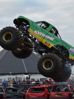 Stunt car