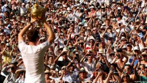 The 15,000-strong crowd broke into rapturous applause as Murray lifted the trophy, the first British man to do so since 1936.