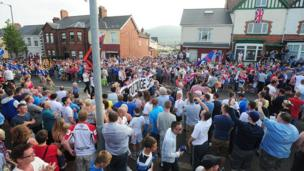 Crowds on Woodvale Road