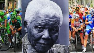 The peloton waits behind an image of Nelson Mandela to begin Thursday's stage of the Tour de France, Gap (18 July)