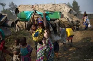 Displaced Congolese flee the area of Kanyarucinya through Munigi on the outskirts of Goma