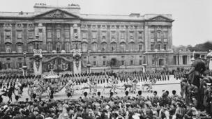 The Gold State Coach passes Buckingham Palace, 1953