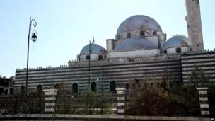 Syrian state news agency photograph showing the Khalid bin Walid mosque in Khalidiya, Homs (27 July 2013)