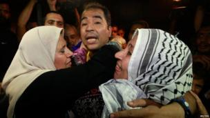 A freed Palestinian prisoner hugs relatives in northern Gaza (13 August 2013)