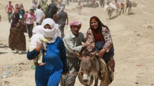 Syrian refugees cross into northern Iraq