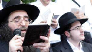 Rabbi Yoshiyahu Pinto (photograph by Noam Sharon)