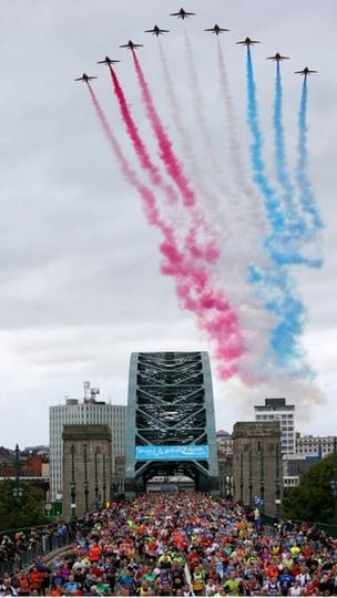Red Arrows fly over the Tyne Bridge