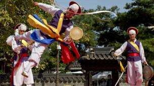"A traditional South Korean dancer flips through the air while performing during the ""Taste Korea! Korean Royal Cuisine Festival"" held at Unhyeon Palace, also known as Unhyeongung Royal Residence, in Seoul, South Korea, on Tuesday, 1 October 2013."