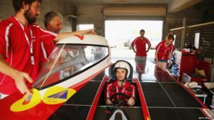 Team Arrow putting together their solar panelled car