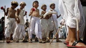 Indian children dressed as Mahatma Gandhi