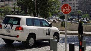 A United Nations vehicle carrying inspectors from the Organisation for the Prohibition of Chemical Weapons (OPCW) leaves a hotel in Damascus (7 October 2013)