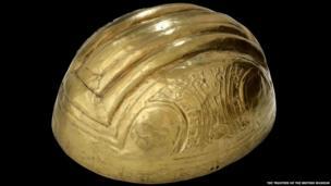 Helmet, Quimbaya, gold alloy, 500BC-AD600