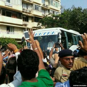 Tendulkar in team bus