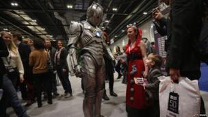 Cyberman meets a fan