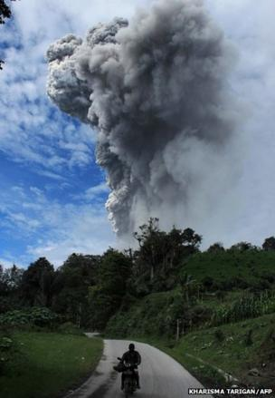 Sinabung volcano spewing volcanic ash in Karo