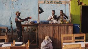 Fruit juice vendors prepare a drink in Bangui, the Central African Republic - Wednesday 27 November 2013