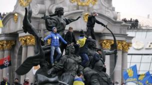 Pro-European integration demonstrators climb monuments in Independence Square