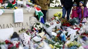 Mandela tributes in London (8 Dec 2013)