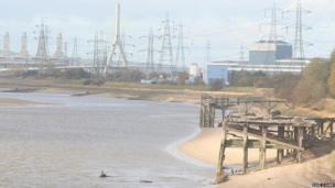 Old jetties can be seen on the Dee overlooking Flintshire Bridge