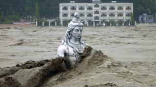 A submerged statue of the Hindu Lord Shiva stands amid the floodwaters of the Ganges river at Rishikesh in the Himalayan state of Uttarakhand June 17, 2013.
