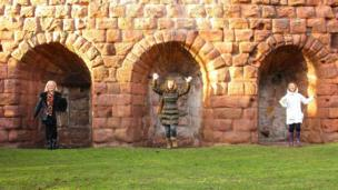 Maim, Angela and Bridget at Rosslyn Castle