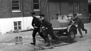 Auxiliary Fire Service demonstration at Southwark Headquarters in 1938