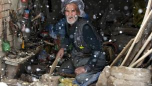 Afghan man in his shop in Kabul (6 January 2014)