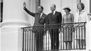 French President Valery Giscard d'Estaing (left), flanked by US President Gerald Ford, Anne-Aymone Giscard d'Estaing and Betty Ford (right), waving to well-wishers from the balcony at the White House in Washington, DC in May 1976