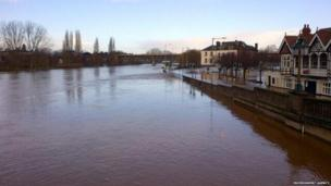 Dave Throup, from the Environment Agency, tweeted that he did not think the level of the River Severn was going up or down