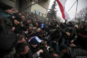Clashes between pro- and anti-Russian protesters in Simferopol, Crimea