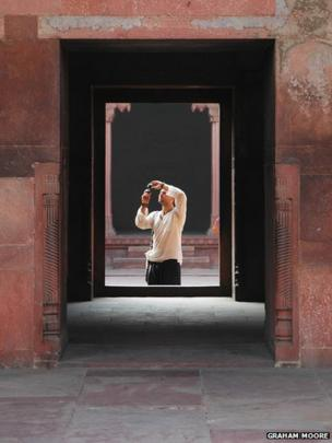 Man taking a picture in Red Fort, Agra
