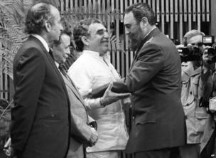 Cuban leader Fidel Castro, right, greets Colombian writer Gabriel Garcia Marquez, centre, during a decoration ceremony in Havana, Cuba, Jan. 6, 1983.