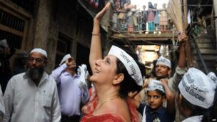 Meera Sanyal of Aam Aadmi Party campaigning in Mumbai