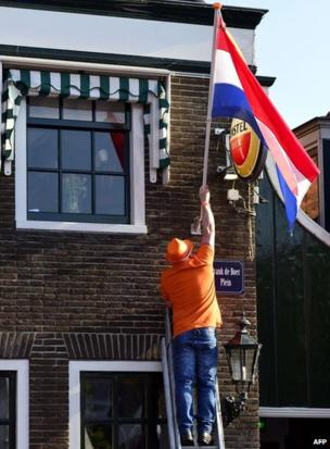 Man hangs Dutch flag in De Rijp for first-ever King's Day (26 April)