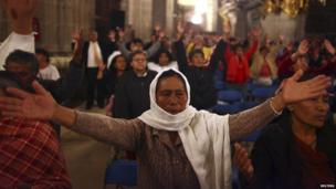 Catholics in Mexico City celebrate the canonisation ceremony of Pope John XXIII and John Paul II in Metropolitan Cathedral in Mexico City April 27