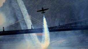 Hungarian pilot and European champion Zoltan Veres flies under the oldest Hungarian bridge