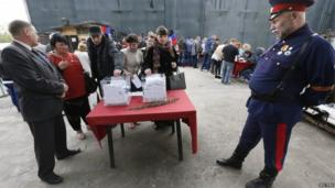 People visit a polling station to take part in the referendum on the status of Donetsk and Luhansk regions, in Moscow May 11, 2014