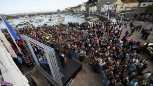 Crowd in St Aubin