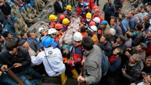 Injured miner carried to an ambulance in Soma, Manisa province, Turkey, on 14 May 2104