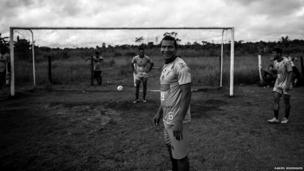 Aru Sompre and fellow players on the pitch in Kyikateje-Gaviao