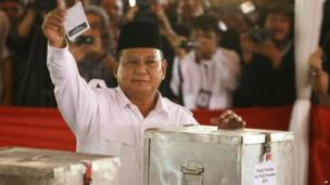 Indonesian presidential candidate Prabowo Subianto shows his ballot paper before voting in the presidential election at a Bojong Koneng polling station in Bogor, Indonesia, on Wednesday, 9 July 2014
