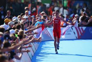 England's Alistair Brownlee wins gold in the triathlon
