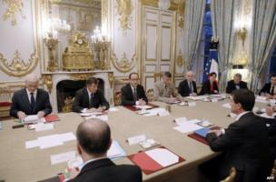French President Francois Hollande presides over an emergency cabinet meeting in Paris, 8 January