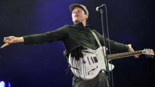 Tom DeLonge denies leaving Blink 182