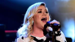 A sit down with Kelly Clarkson