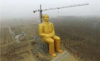 Giant, gold coloured Mao statue