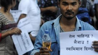 """Nepalese youths gather to """"donate petrol"""" to the Indian Embassy (07 October 2015)"""