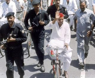 Akhilesh Yadav on bicycle