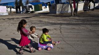 کودکان در اردوگاهی در آتن