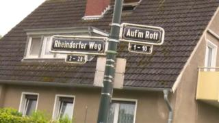 A street sign saying: Auf'm Rott